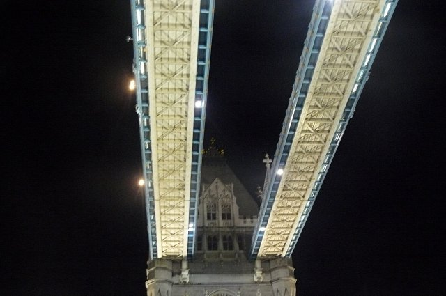 Tower Bridge noca! :)