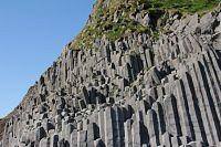 vik black sand beach und basalts